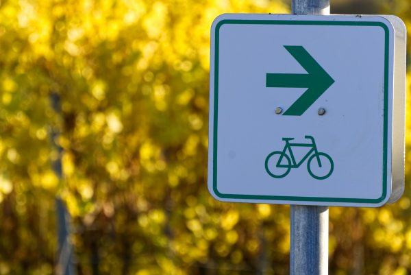 bicycle path 3862341 1920
